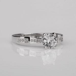 Girl solitaire ring
